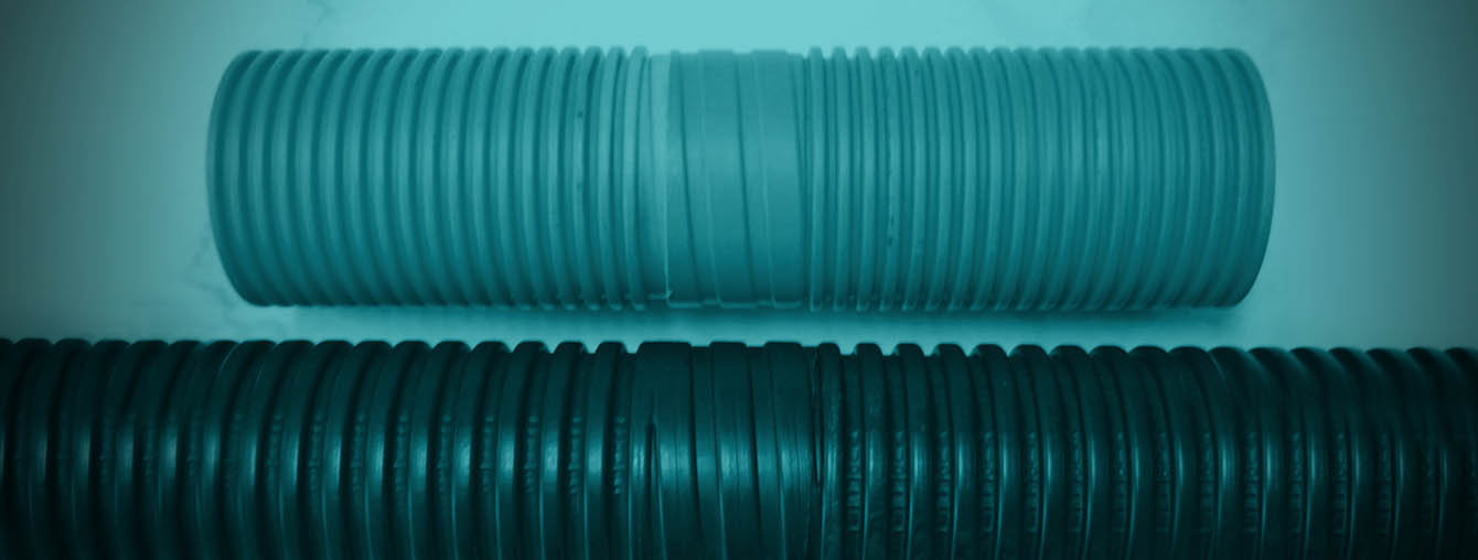 Circular corrugated PVC duct pipe with integrated screw coupler